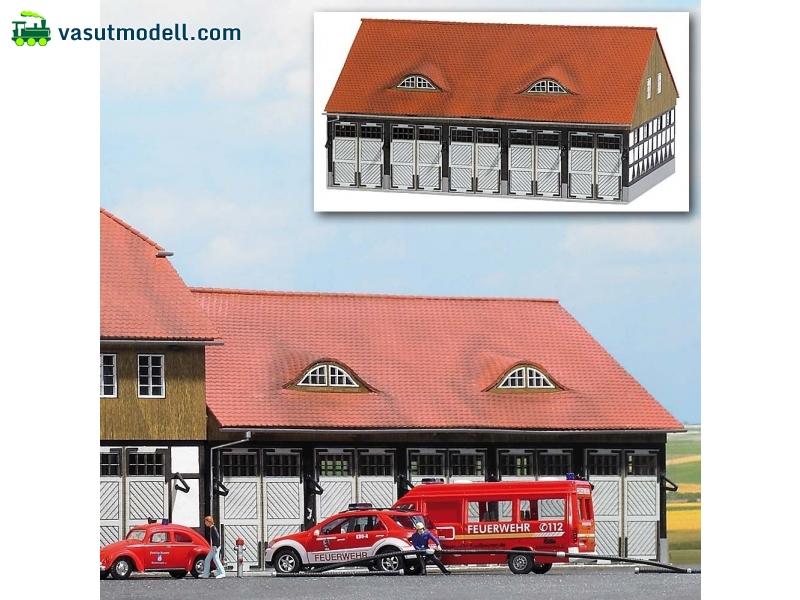 BUSCH 8241 Schwenningen tűzoltó-garázs, valódi fából - vasutmodell.com